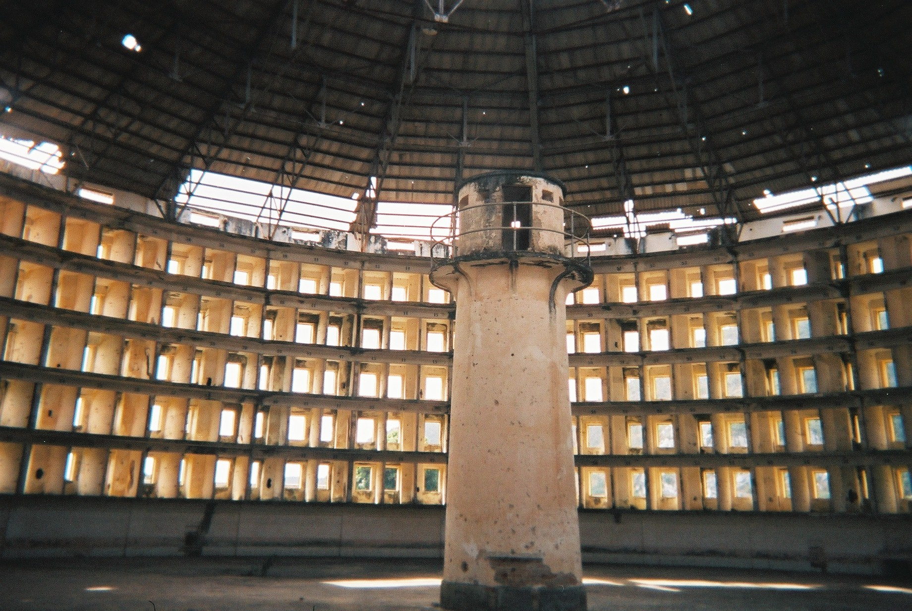 the theory of panopticism in paul michael foucaults book discipline and punish Adrian howe - punish and critique- towards a feminist analysis of penalty (sociology of law and crime) (1994) код для вставки.
