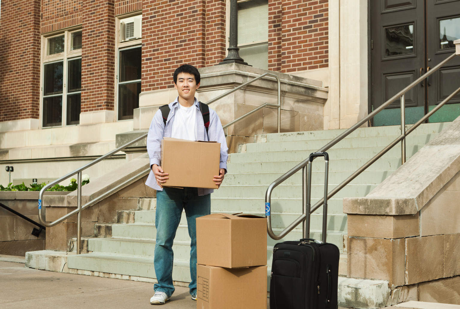 Why College Freshman Should Move Away From Home