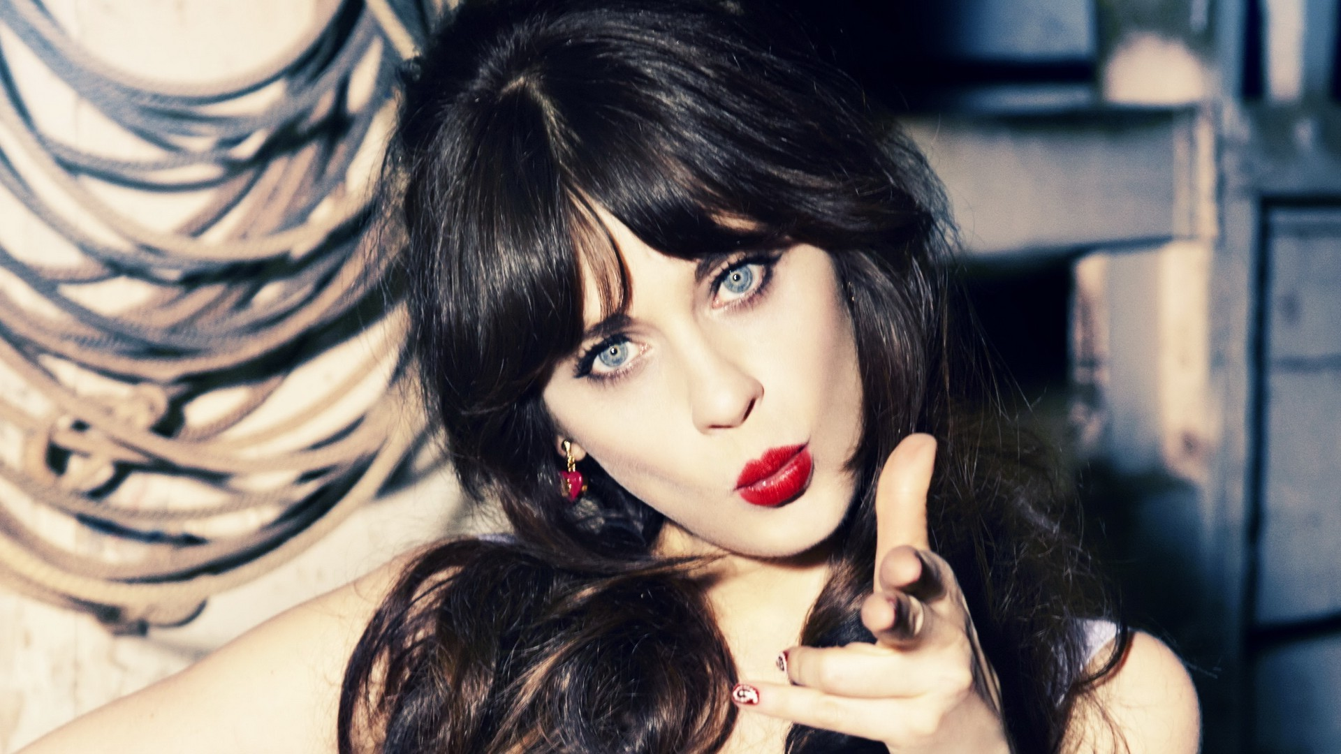 Zooey Deschanel Is the Role Model We All Need