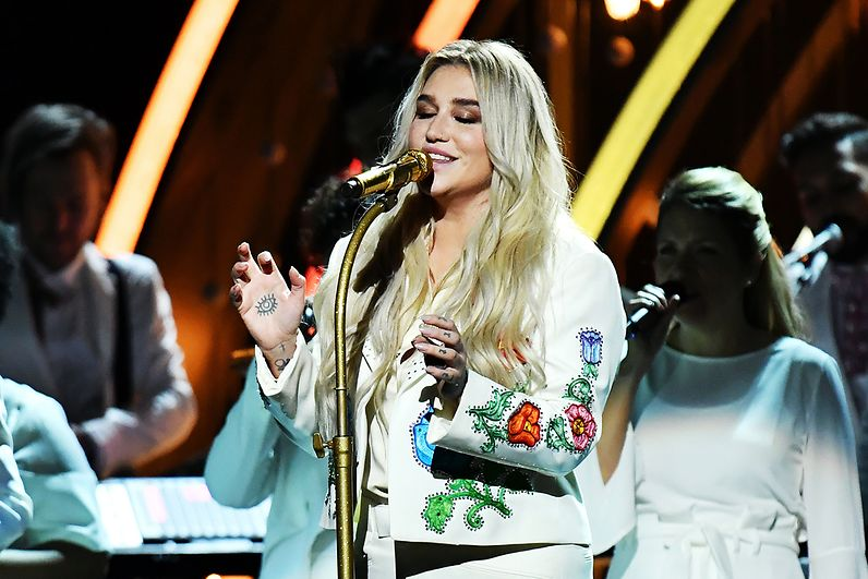 Kesha singing at the Grammys