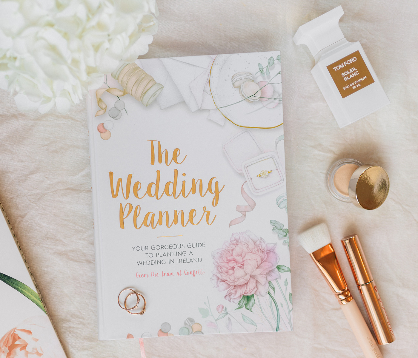 planning a budget friendly wedding while in college