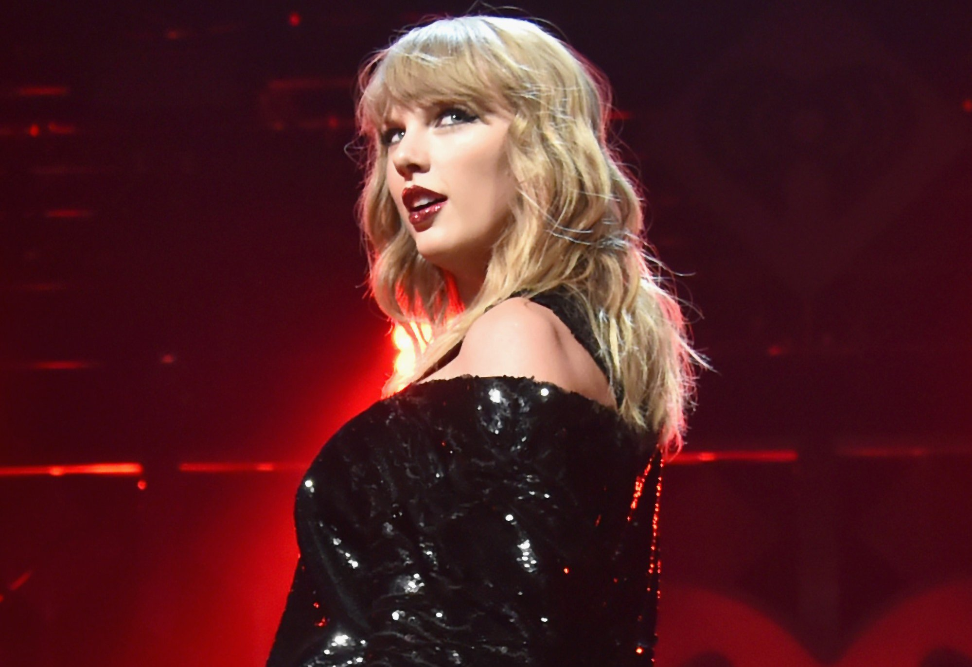 One Year After Her Court Win Taylor Swift Celebrates At Tampa Concert